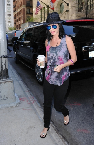 Katy Perry S Fashion Clothes Amp Outfits Steal Her Style