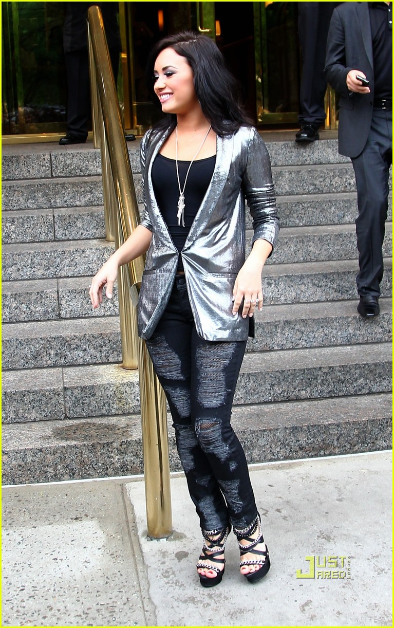 Demi Lovato: Chain Sandals