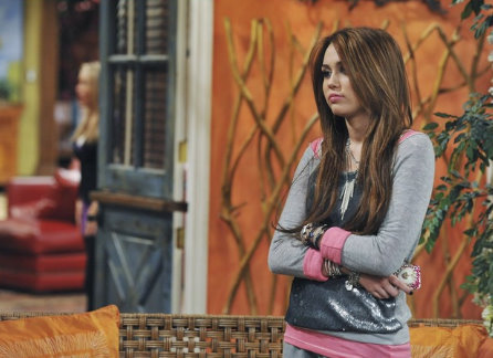 miley cyrus outfits in hannah montana forever. Miley Cyrus on the set of