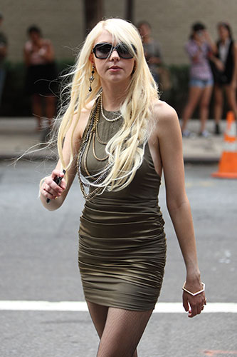Taylor Momsen S Fashion Amp Style Steal Her Style Page 4