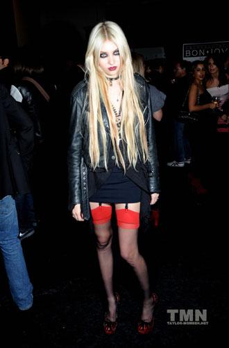 | Taylor Momsen's Fashion & Style