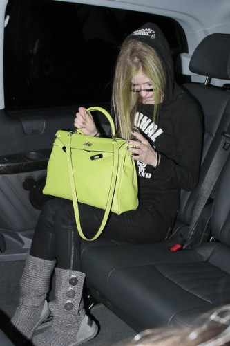 Avril Lavigne Gray Knitted Uggs Steal Her Style