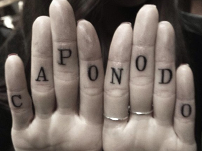 Christina Perri capo nodo finger tattoos