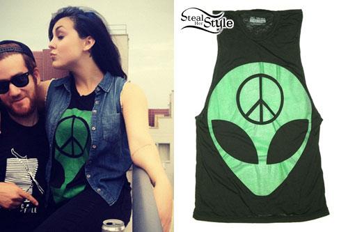 Sierra Kusterbeck: Alien T-Shirt