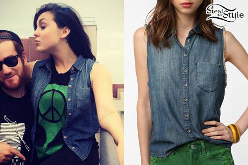 Sierra Kusterbeck: Sleeveless Denim Shirt