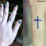 Brandi Cyrus finger cross tattoo