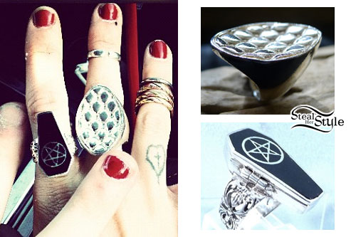 Juliet Simms: Coffin Ring