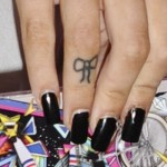 cher-lloyd-bow-finger-tattoo