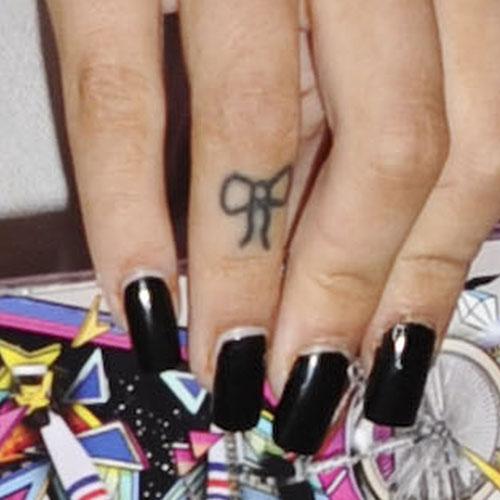 cher-lloyd-bow-finger-tattoo