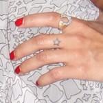 zoe-kravitz-star-finger-tattoo