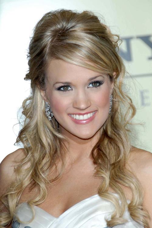 Carrie Underwood Wavy Ash Blonde Half Up Half Down