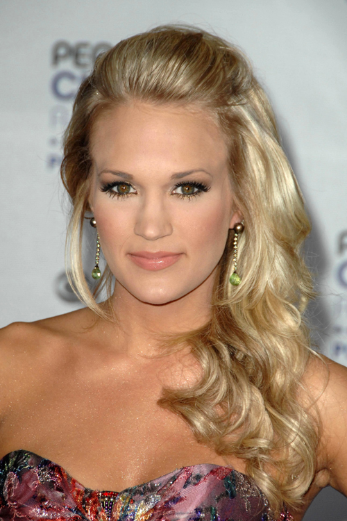 Carrie Underwood S Hairstyles Hair Colors Steal Her Style