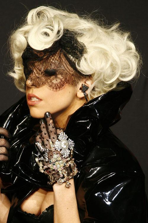 lady-gaga-hair-2009-09-07x2.jpg