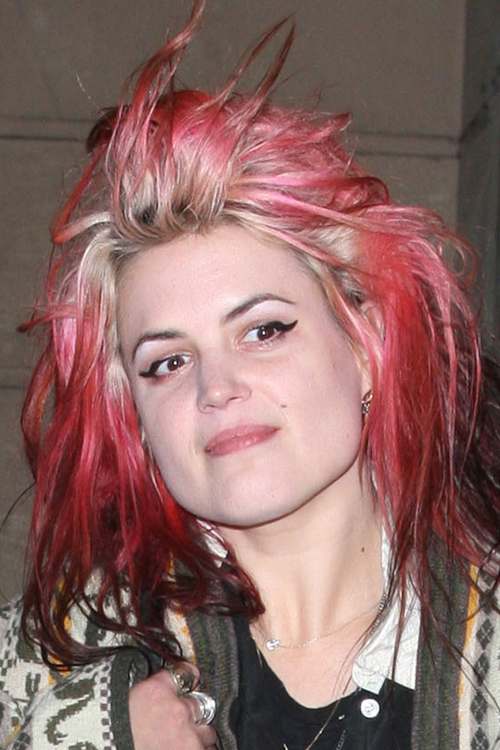 alison mosshart straight pink colored roots messy