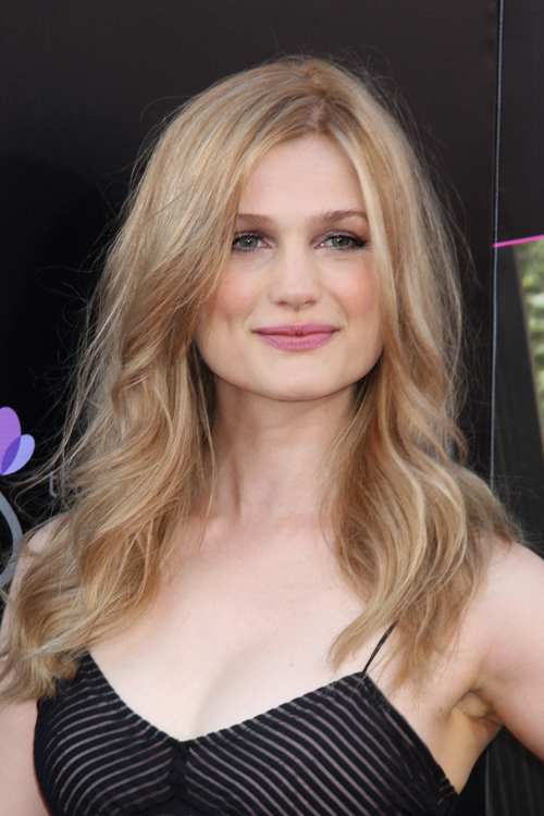 Alison Sudol Clothes Amp Outfits Steal Her Style