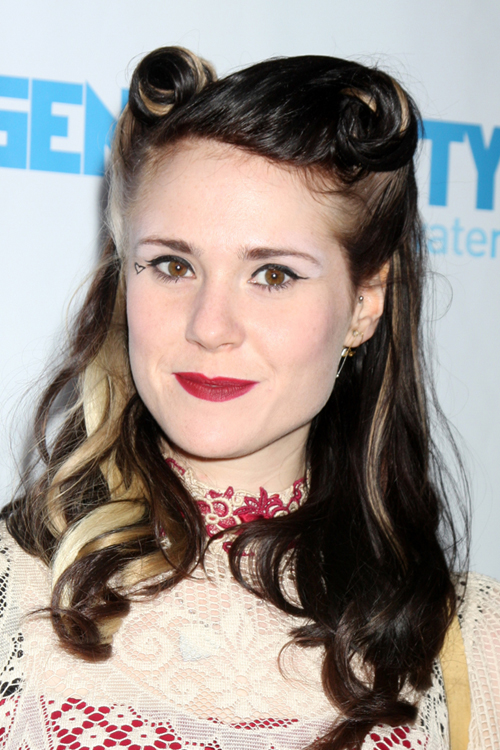 Kate Nash S Hairstyles Amp Hair Colors Steal Her Style