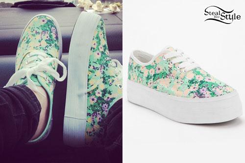 Mariel loveland floral platform sneakers steal her style for Loveland tattoo shops