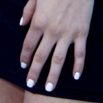 avril-lavigne-nails-white