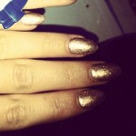cher-lloyd-nails-gold-glitter