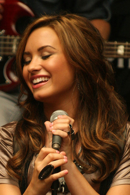 demi lovato wavy light brown halfup halfdown loose