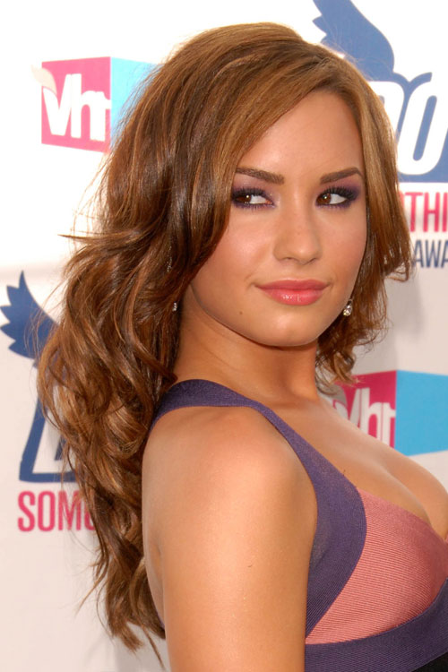demi lovato wavy light brown long layers hairstyle steal