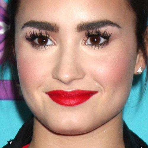 Demi Lovato Makeup Bronze Eyeshadow Amp Red Lipstick