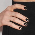 ellie-goulding-nails-black