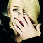 carah-faye-charnow-d-finger-tattoo