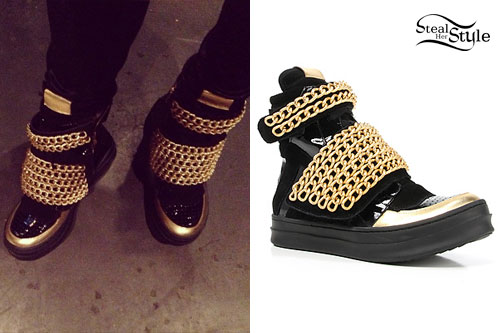 Ellie Goulding: Black & Gold Chain Sneakers