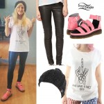 Ellie Goulding: Middle Finger Tee, Pink Sandals