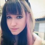 mariel-loveland-hair-pink-streak