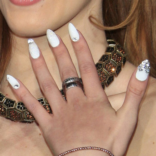 Bella Thorne White Jewels, Piercing, Rings Nails | Steal ...