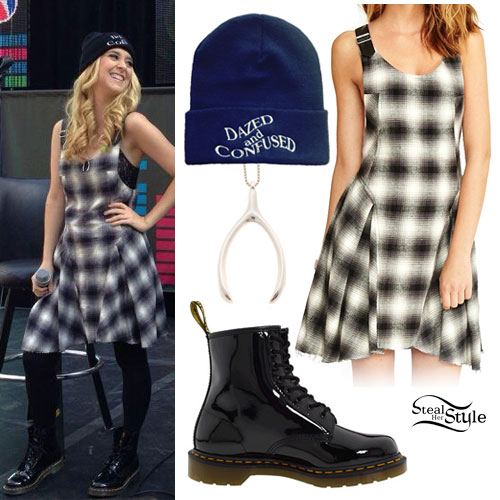 Liz Mace: Plaid Jumper Dress Outfit