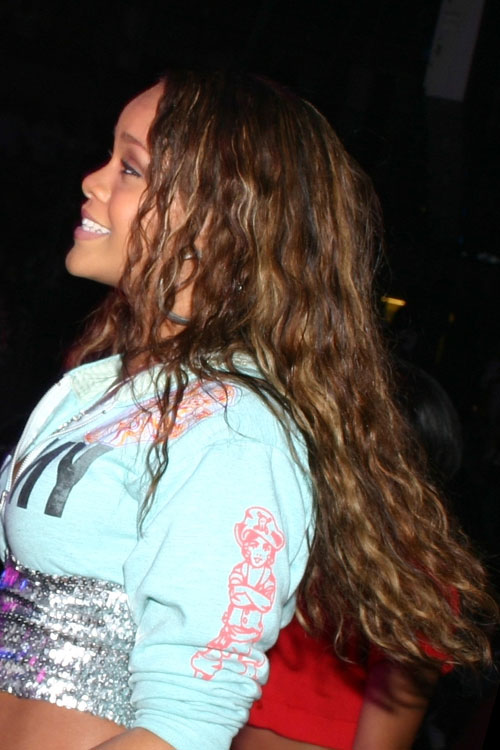 rihannas hairstyles amp hair colors steal her style page 9