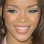 3-rihanna-makeup