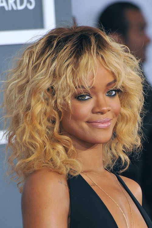 dark blonde hair styles rihanna curly honey angled choppy layers 9552 | 35 rihanna hair
