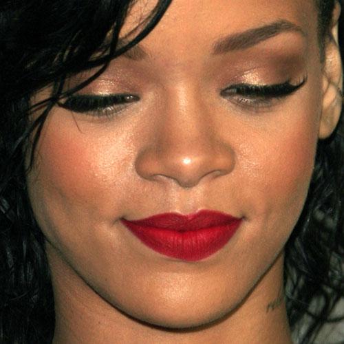 Rihanna Makeup: Bronze Eyeshadow & Red Lipstick | Steal ...