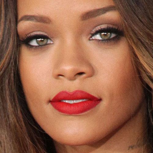 Rihanna pink dress grammy 2019 celebrity