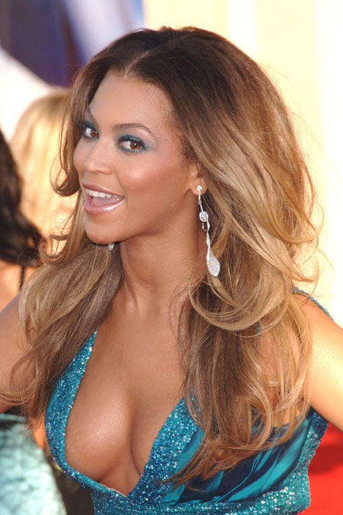 Beyonce Wavy Light Brown Angled, Dark Roots Hairstyle | Steal Her ...