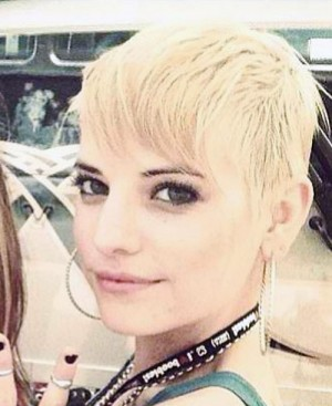 Juliet Simms' short blonde hair during the 2013 Vans Warped Tour