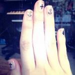 nina-nesbitt-nails-clear-stickers