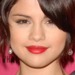 selena-gomez-makeup-2009-10-11