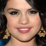 selena-gomez-makeup-2009-12-10