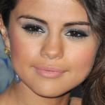 selena-gomez-makeup-2011-01-05