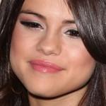 selena-gomez-makeup-2011-11-01