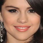 selena-gomez-makeup-2011-11-20