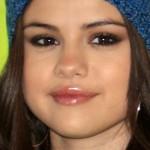 selena-gomez-makeup-2012-11-20