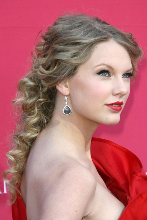 Taylor Swift Curly Ash Blonde Ponytail Hairstyle Steal