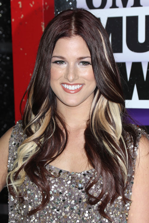Cassadee Pope S Hairstyles Amp Hair Colors Steal Her Style