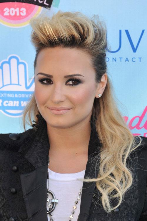Demi Lovato Wavy Golden Blonde Dark Roots Half Up Half